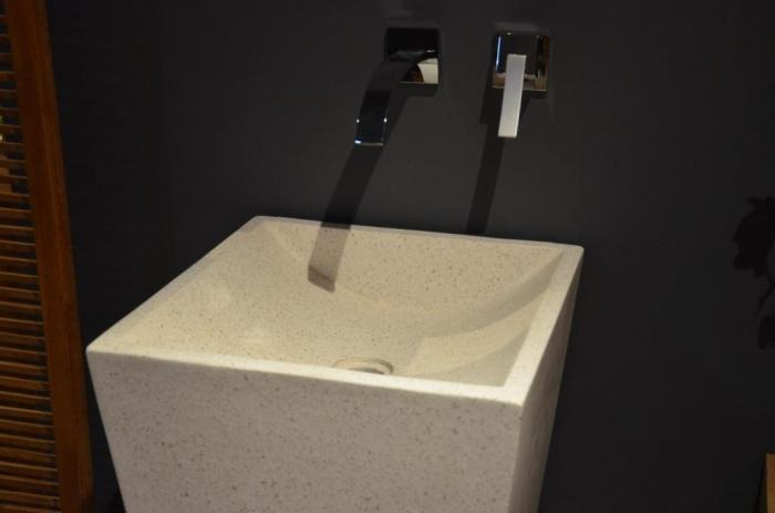 vasque colonne en terrazzo. Black Bedroom Furniture Sets. Home Design Ideas