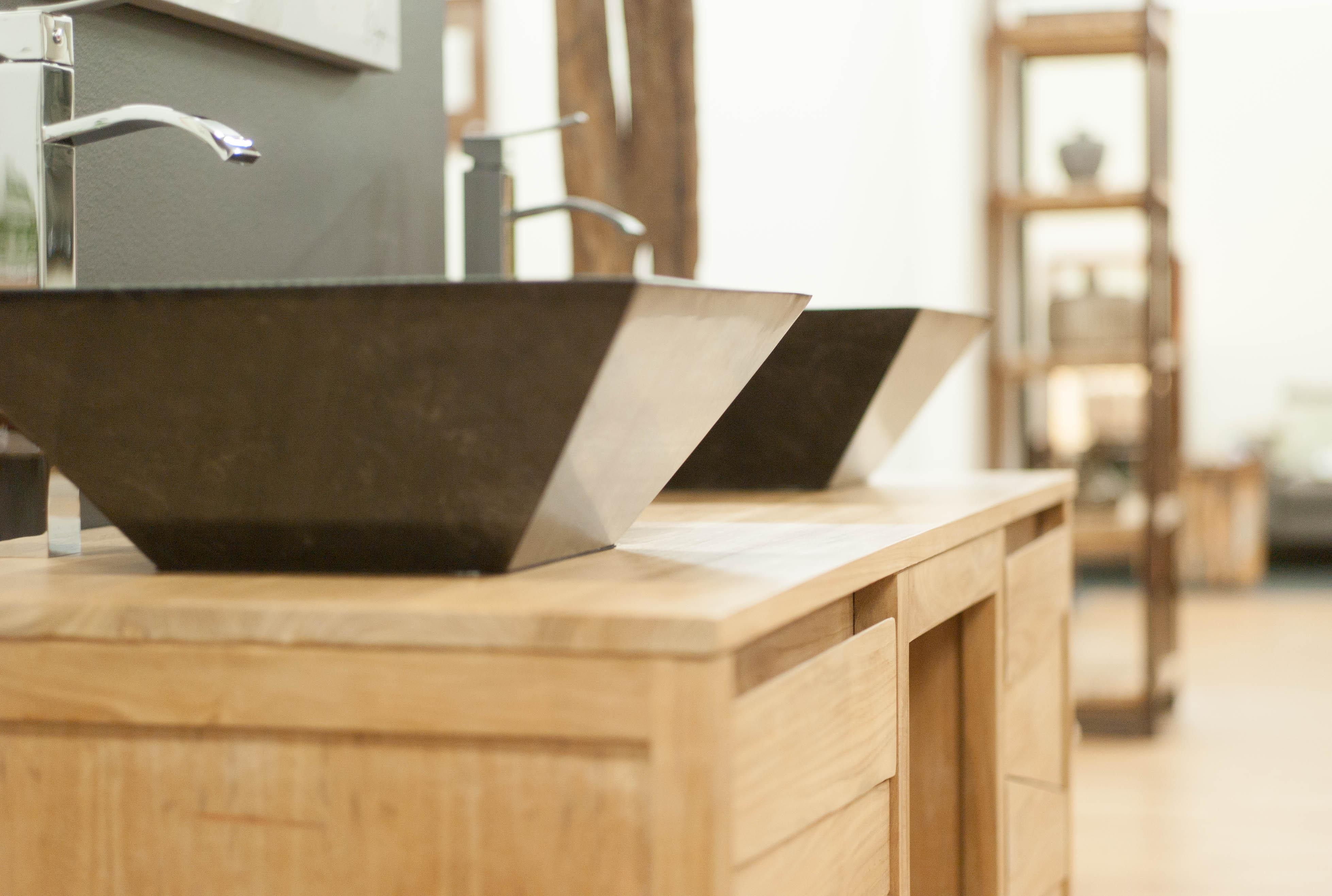 Salle de bain en teck : meubles et accessoires décoratifs